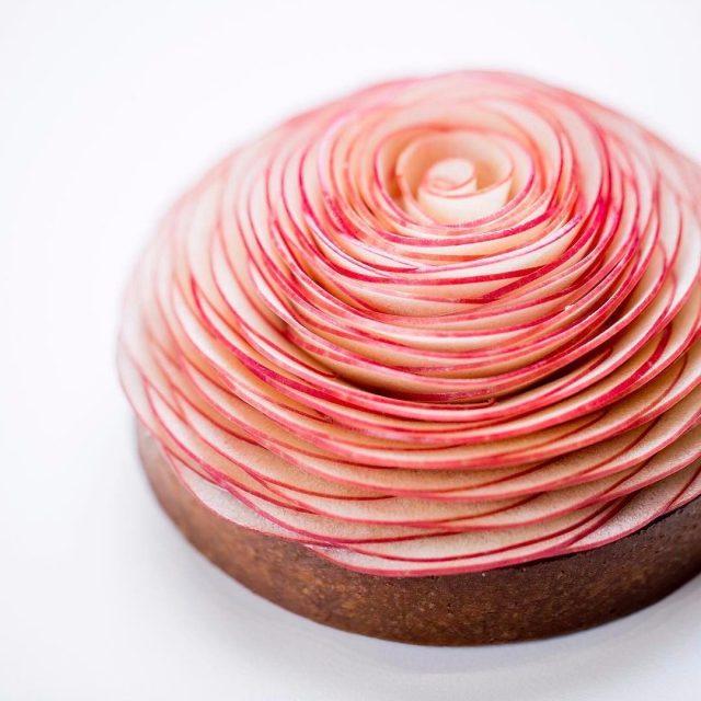 这些蛋糕太魔性 切开一瞬间心已融化!这位处女座男神糕点师惊艳世界