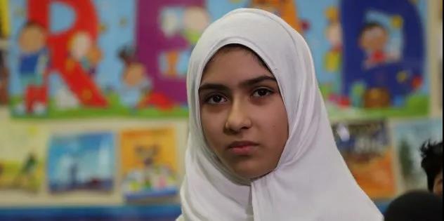 穆斯林女孩撒谎往亚裔头上泼脏水 华人愤怒了