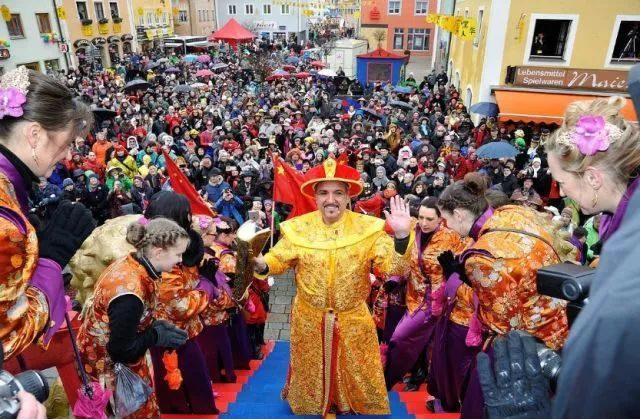 """这个德国小镇居民自称""""中国人"""",中文是官方语言,春节比我们还热闹?"""