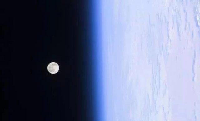 听华裔学霸遨游太空传奇:首位太空行走华人焦立中