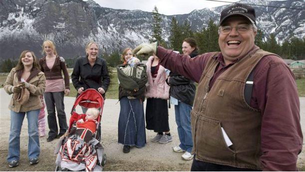 24个妻子,145个孩子,这个加拿大男人终于拿到法院的判决书!