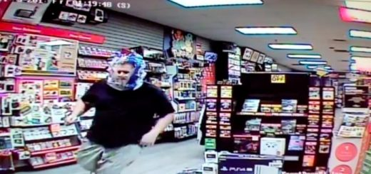 蒙面蠢贼头戴透明塑料袋盗窃 警察:脑子进水了