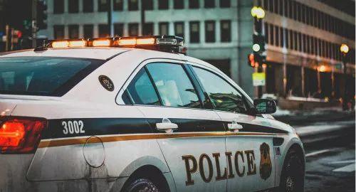 悲剧!华人爸爸帮10岁女儿洗澡,竟被美国警察击毙……