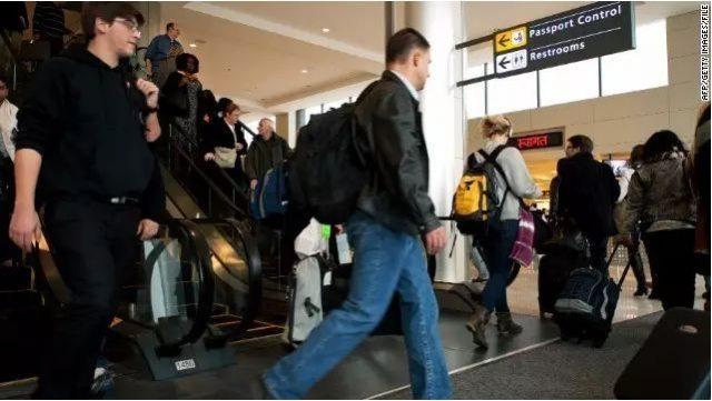 23岁华人女辞职赴美旅游被遣返,其中的原因很奇葩!