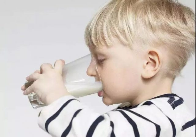高钙奶、脱脂奶、巴氏奶、A2?小心喝错牛奶!
