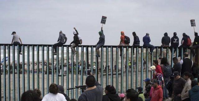 重磅!美国移民新政,禁止中低收入移民,持绿卡拿这些福利将被遣返