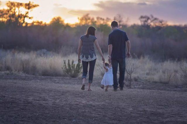 当危险无处不在,美国人是如何保护孩子的?