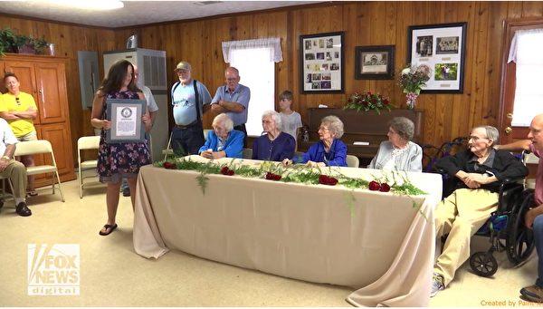 年龄总和490岁创纪录 美五兄弟姐妹分享秘诀