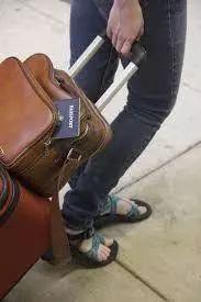 """国际机场的这些""""黑幕""""要小心,现金丶贵重物品转眼就丢"""