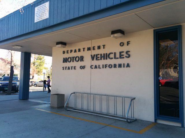 难怪去美国交管局DMV要排长队,终于找到原因了!