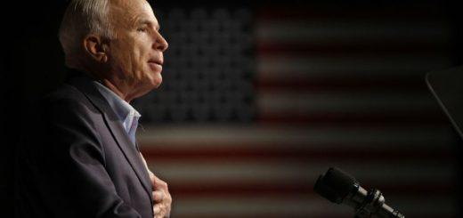 81岁共和党参议员麦凯恩去世 白宫降半旗致哀 美国各界缅怀