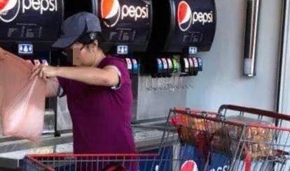 丢人现眼! 华裔大妈占便宜: Costco饮料机前装3大袋免费冰块!