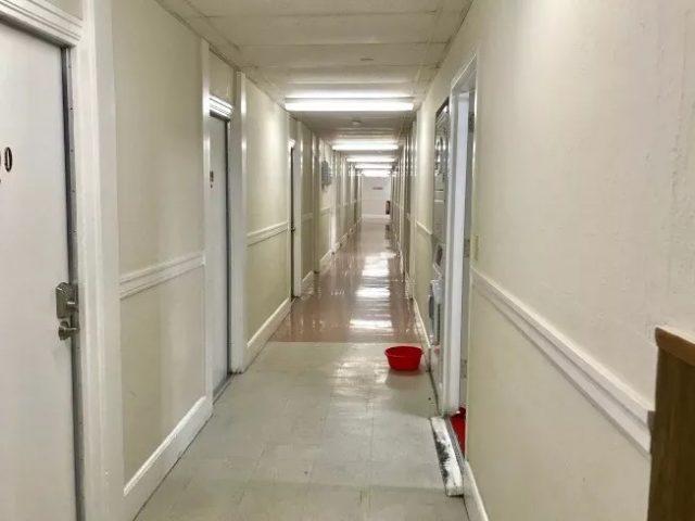 百人抢炉头 洗澡等1.5小时…蜗居散房 中国移民心酸