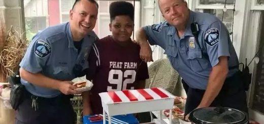 一个13岁无证小贩被举报之后, 美国警察的做法告诉你什么叫文明社会
