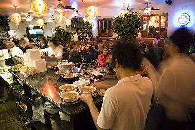 中餐馆老板自述:在美开餐馆引发的震撼,太佩服美国人了!