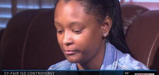 美国黑人女高中生宣誓效忠时拒起立 结果被开除