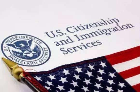 2017年有37674名中国人加入美国国籍,排名世界第三