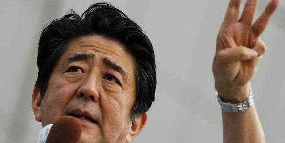 美国卫星拍到骇人一幕!三个台风胚胎已经重合,未来将贯穿整个日本