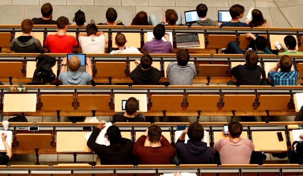 美国将对中国学生进行更严格审查 包括检查电话通讯记录