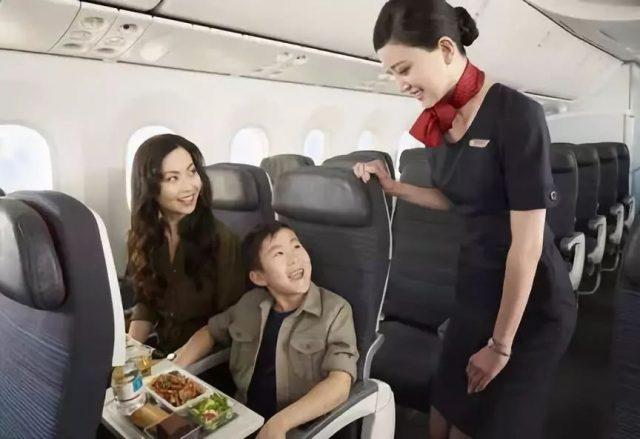 机票是一种特殊的商品,如果能在最恰当的时候购买,就能用更低的价格享受到超值的服务。有回国刚需的童鞋们快看过来,加拿大航空双11机票特价正倒计时中,飞往北京、上海、香港和台北的基础票价统统11%OFF。11月12日结束,快快下手! 买机票其实也是个技术活,要做好功课,才能有所收获。身在美国的乘客选择加航会有什么好处呢?小编的推荐理由如下: 枫叶国的出色服务 加拿大人的nice是出了名的,要是你撞到他,他会先开口说sorry。想想看,加航上的空中服务怎么可能令你失望?作为北美唯一的四星级航空公司,加航的承诺就是要为每一位乘客提供无缝难忘的旅行体验,空乘人员一向都以最专业的服务打动人心。 福利多多,微信购票 素食餐、水果餐、儿童餐、糖尿病餐等等,当你在加航官网订票时,光餐饮就跳出10多个选项,让人怀疑这是一家被航空耽误的餐饮公司。有一双大长腿?没问题,选择首选座位,享受更大空间,还能提前上下机。加航了解华人需求,已接受微信和支付宝付款,让你身在海外也能享受国内的便利。直飞北京、上海、香港和台北的航班都能免费托运两件行李,也是不容忽视的好福利。 双11充斥着买买买的声浪,请保持冷静,把钱花在最需要的地方。挣钱从来不是一件容易的事情,乘着双十一的优惠,快快为你的下一张回国机票节约11%费用,同时享受加航的完美机上服务!现在就进入加航官网,订购回国特价机票! 扫一扫马上订票: Read More: https://www.aircanada.com/us/en/aco/home/book/special-offers/double11.html?acid=EXT:DSP:asiafall:uszh:::source%7Cwechat&c3ch=DSP&c3nid=DSP