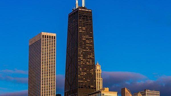 美高楼电梯突然坠落84层6人被困