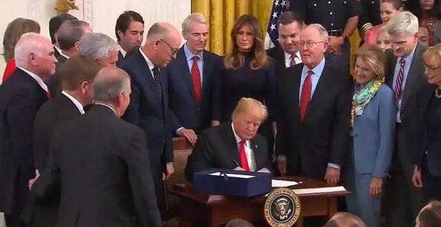 总统特朗普签署的一项法案把小伙伴们高兴坏了!