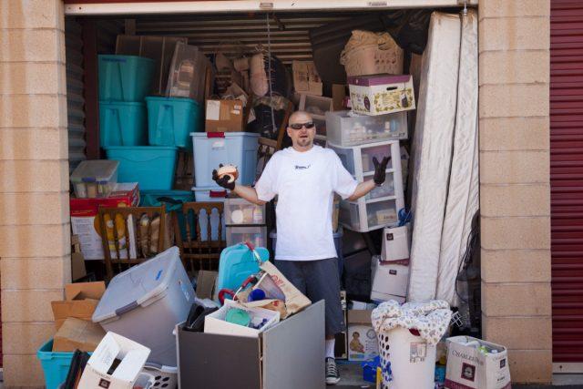 报酬率高达15,000倍!一男子以0标得一个回收仓库,开箱后里面竟有750万现钞