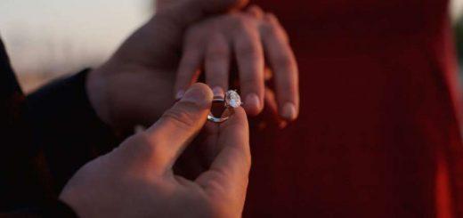 """求婚不慎将戒指落入地下 纽约警方找回戒指""""通缉""""寻回到失主"""