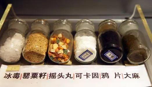 21岁华人美女机场被捕! 因贪小便宜搭上自己的后半生,当庭悔恨痛哭!
