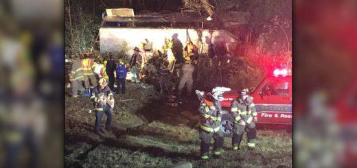 美国一巴士侧翻致1死40伤 车上载一支少年足球队