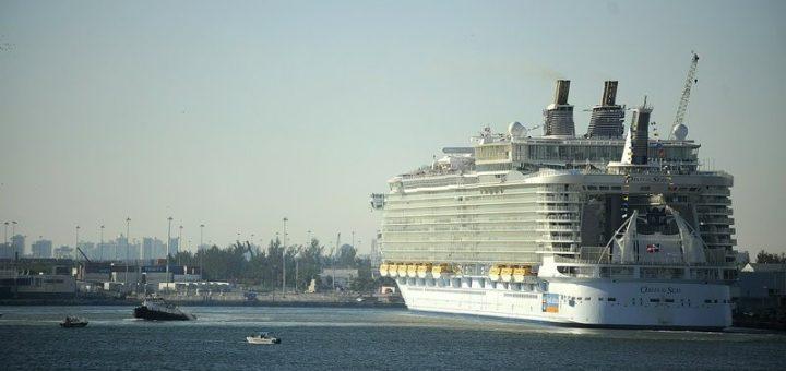 佛州豪华游轮途经病毒爆发港口 提前返航并全额退款