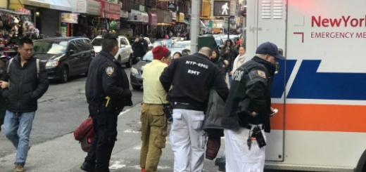 华翁华埠摆也街撒酒疯 被警员带上救护车