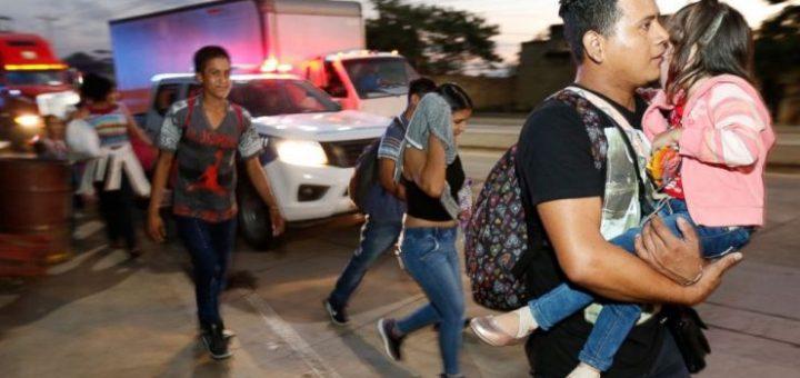 进军美国!新一批大篷车移民离开洪都拉斯