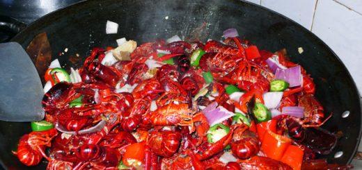 活煮龙虾、手切龙虾、冰冻龙虾……小心!你可能已经犯罪了!