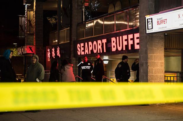 """可怕!持锤""""疯汉""""闯入纽约中餐自助 砸死华裔厨师并重伤两人"""