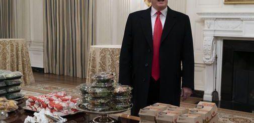 政府关门白宫没厨师 特朗普自掏腰包请客人吃汉堡