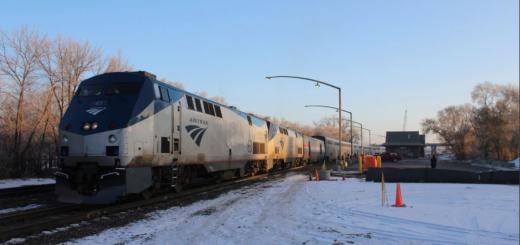 """""""食物和尿布都没了"""" 近两百乘客被困美铁火车40小时"""