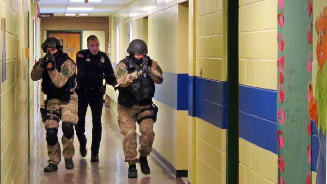 小学生持枪上学被逮捕!美国校园安全令人忧!