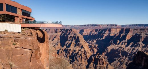 中国游客在大峡谷拍照时坠亡!已是本周第二起死亡事故