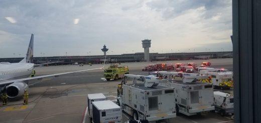 起飞后机舱有燃油味 美联航客机紧急备降7人送医