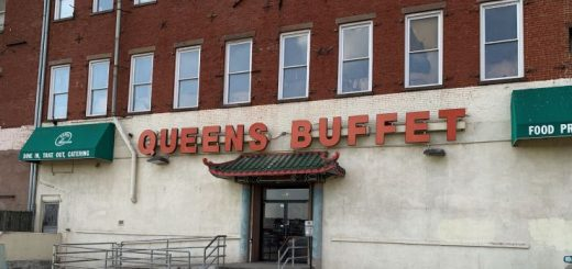 华人自助餐馆内 西裔与非裔顾客争抢蟹脚大打出手