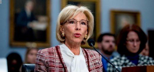 """特许学校问题频现 教育部长仍呼吁""""应该开更多"""""""