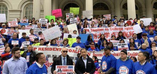 大学点居民市政厅抗议社区建游民庇护所