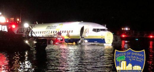 佛州一架波音737冲入河中 系国防部包机 无人遇难
