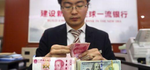 中国高净值人群配置美元资产 赴港买保险排起长队