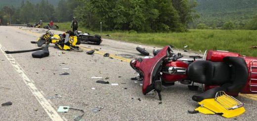 新州一皮卡与多辆摩托车相撞,7死3伤