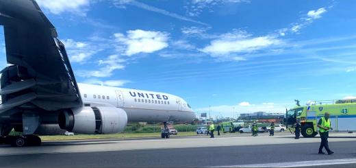 纽瓦克机场飞机滑出跑道 全部航班暂时被禁止起降