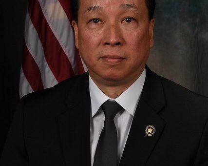 230多年后 美国终于了迎来首位华裔美国法警