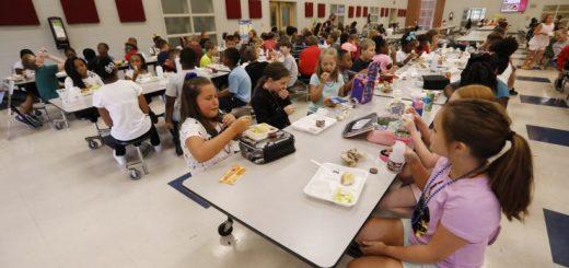 全美1500万小学生食不果腹 如何帮助他们?