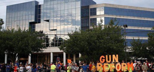 NRA内外交困失势于华盛顿 控枪立法迎大好机会?